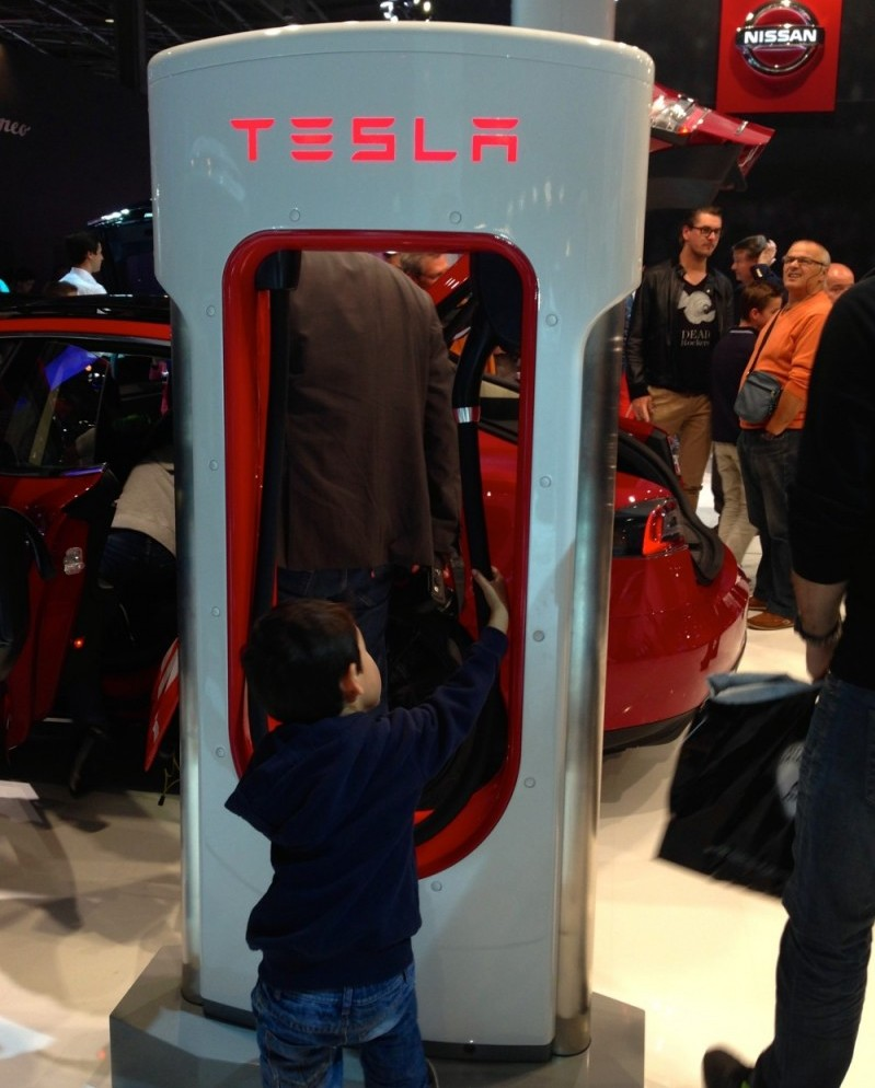 Tesla-mode- S-7-salon-auto-pairis-2014
